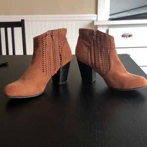 Shoes - Cute brown booties w/ eyelet detailing, size 8.5
